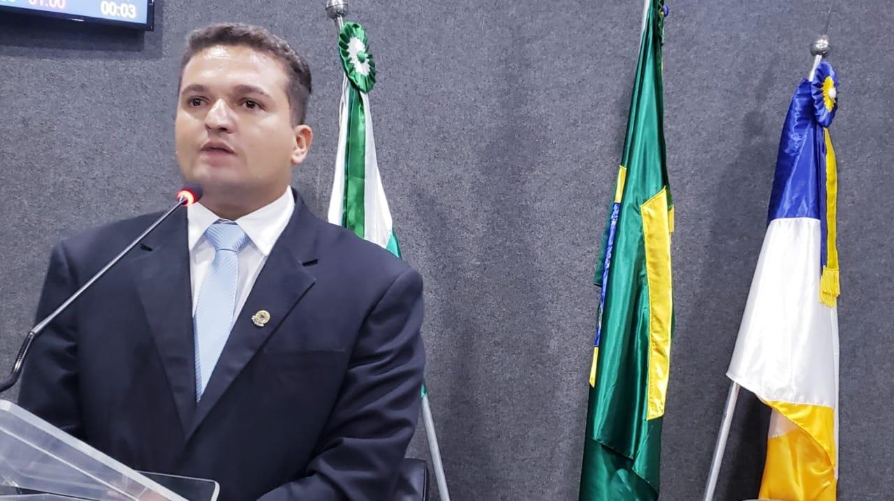Foto: Guaraí Notícias - Eleito para o 1º mandato como vereador, Saboinha Jr ocupa atualmente o cargo de 2º Secretário da Casa de Leis; O parlamentar deixou o grupo de oposição para ser eleito presidente pela ala governista minutos antes da votação.
