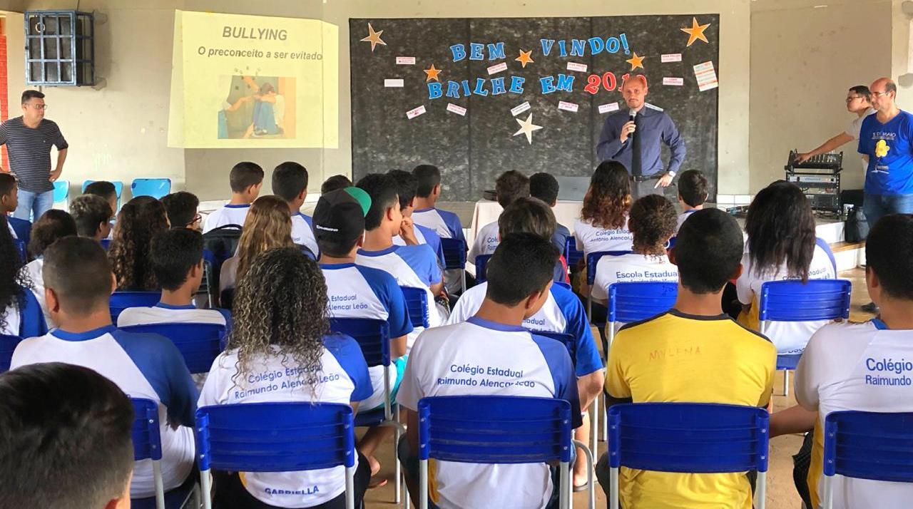 """Delegado da Polícia Civil de Guaraí ministra palestra sobre """"bullying"""" em escolas de Guaraí"""