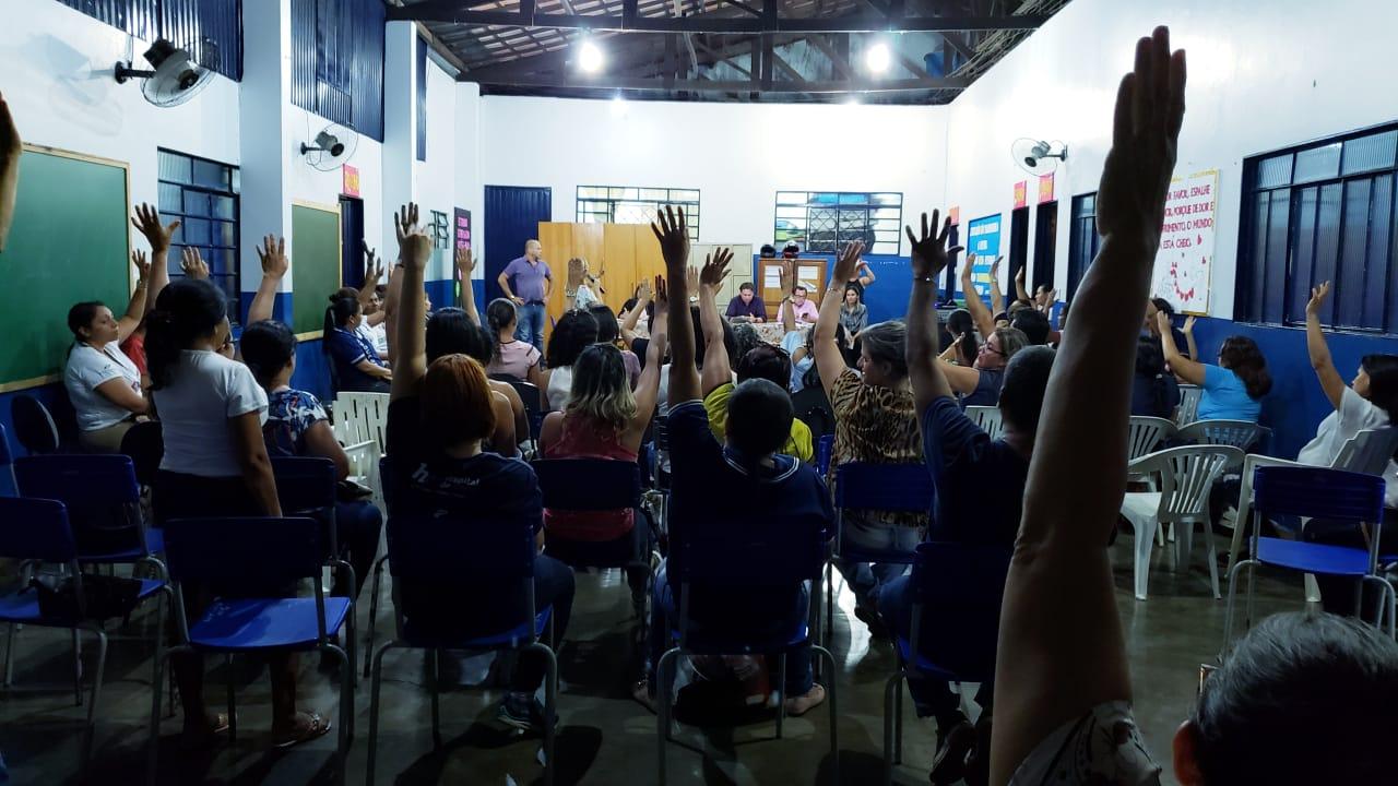 Foto: Guaraí Notícias - Durante a assembleia geral, portanto, os educadores optaram por continuar trabalhando normalmente, apesar no estado de greve. Ao final do prazo de 15 dias, a classe voltará a se reunir.