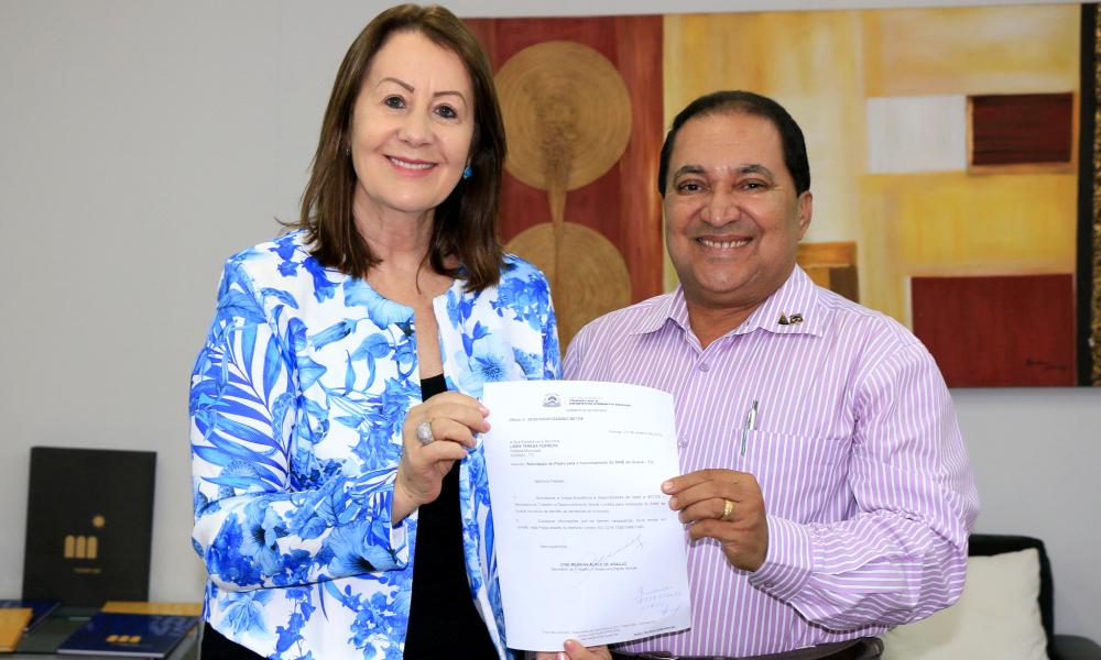 Foto: Divulgação/Governo do Estado - Termo de parceria foi assinado entre a prefeita de Guaraí e o secretário José Messias de Araújo. O acordo é o primeiro do tipo e a proposta é de que ele seja implementado em todo o Estado.