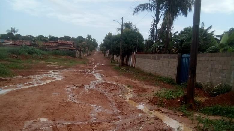 Moradores cobram término das obras de drenagem e pavimentação no Setor Dantas