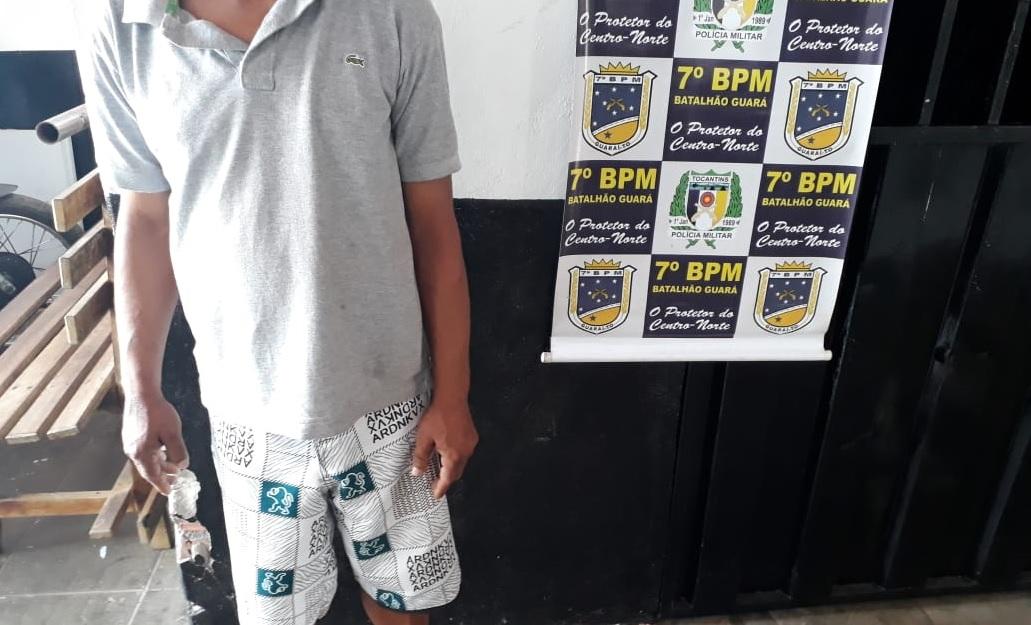 """PM prende homem suspeito de praticar """"golpe do troco"""" em supermercado da cidade de Guaraí"""
