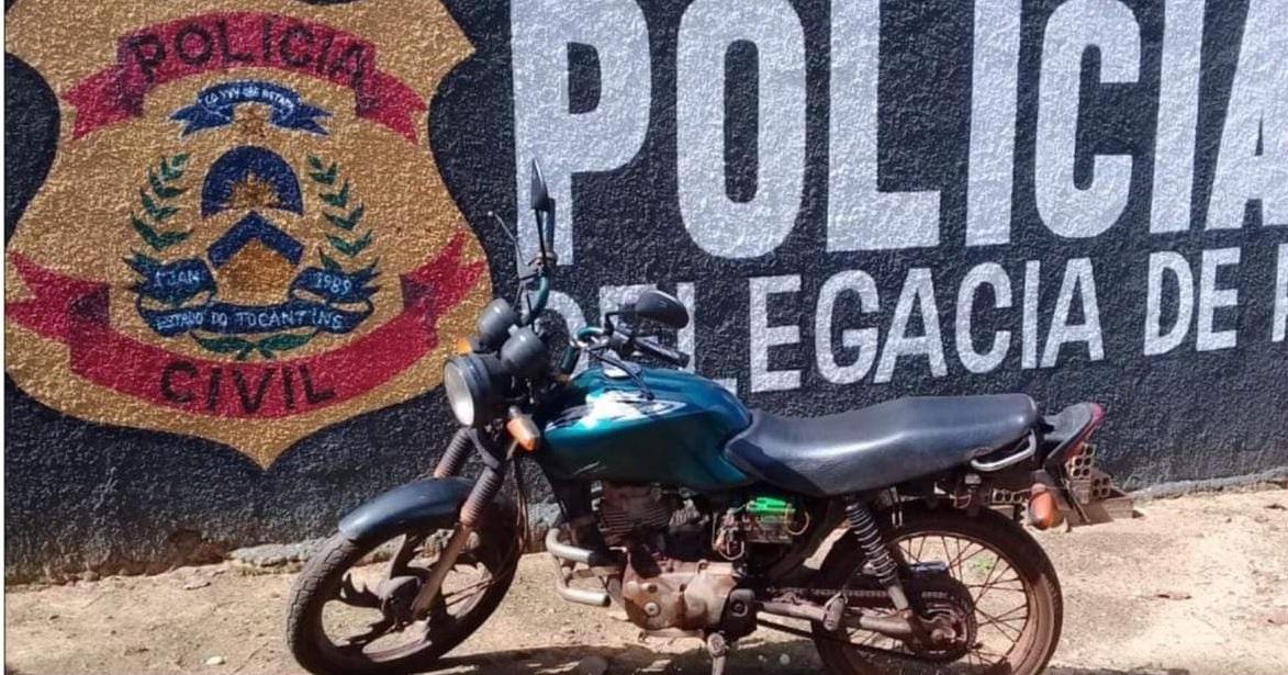 Foto: Divulgação/Polícia Civil do Tocantins - Moto havia sido furtada do interior de uma residência em Guaraí, ainda no mês de novembro do ano passado. O veículo estava sob a posse de dois receptadores, uma adolescente e seu namorado, foragido da Justiça.