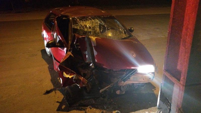 Condutor embriagado perde o controle e bate veículo em poste na região central de Guaraí