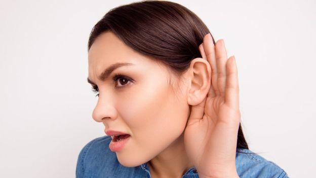 Doença considerada rara faz pessoas simplesmente pararem de ouvir vozes masculinas