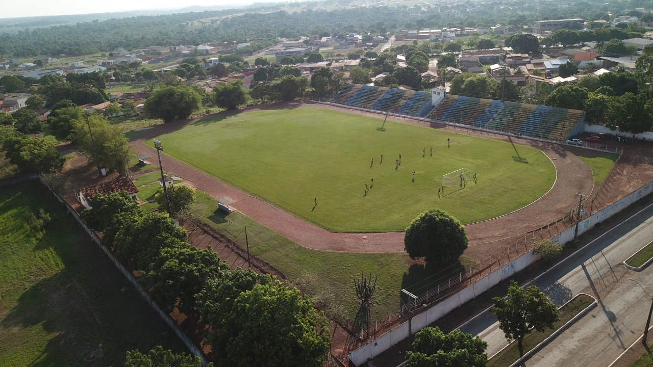 Vereador guaraiense pede que pista de atletismo do Estádio Delfinão receba melhorias