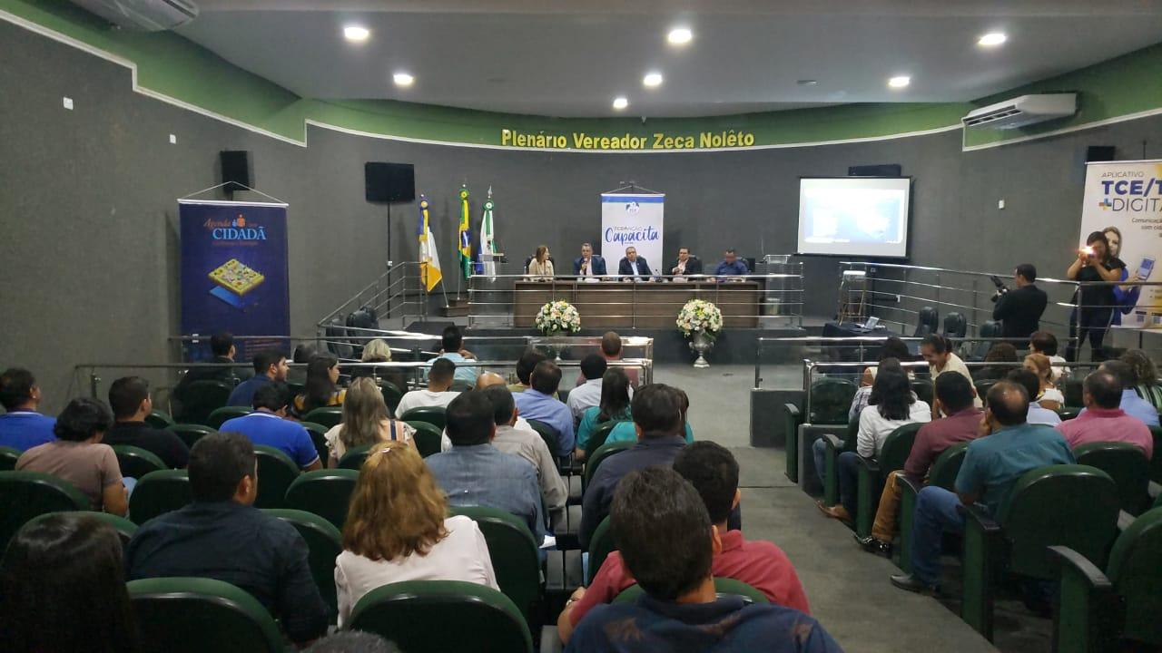 Programa capacita vereadores e gestores públicos durante evento regional realizado em Guaraí