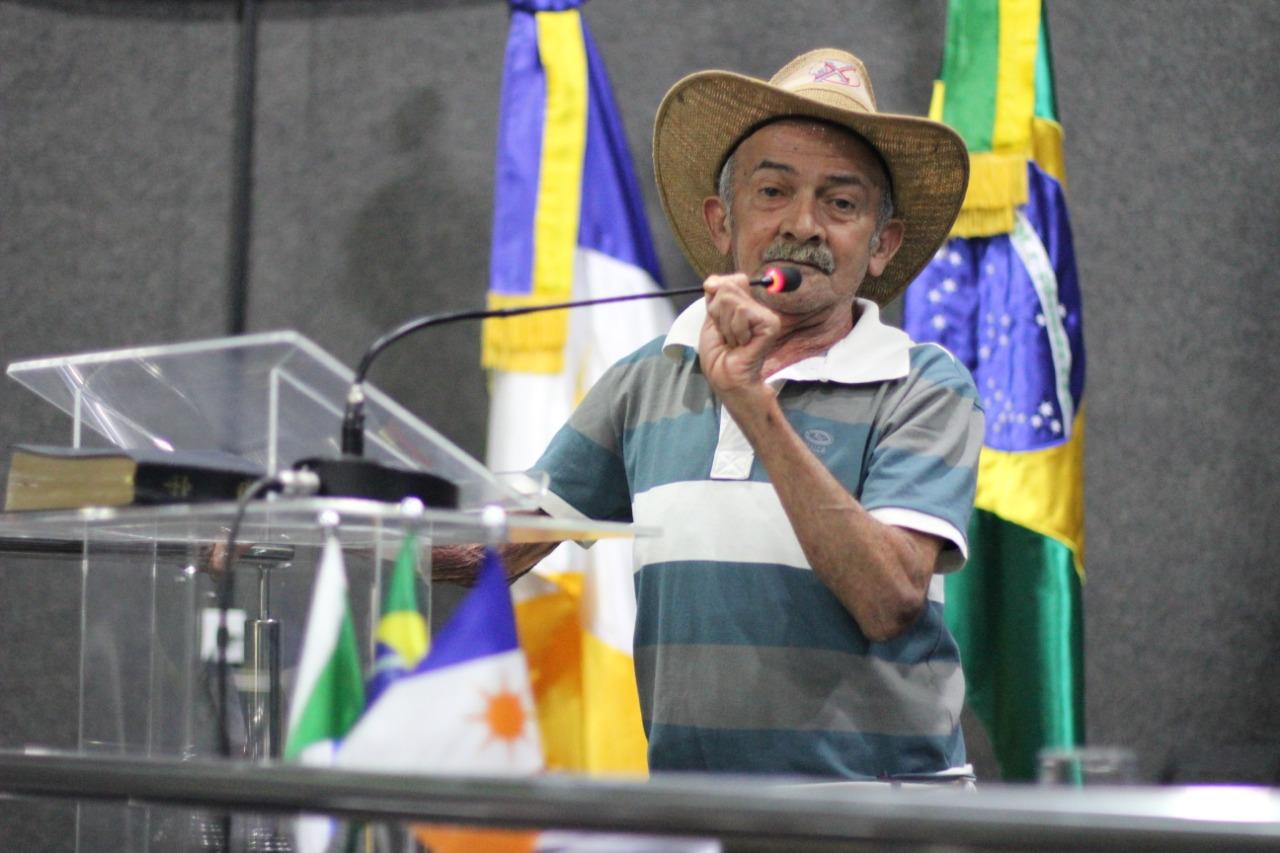 Morador vai a Câmara cobrar transporte escolar para o Serrinha e recebe apoio dos vereadores