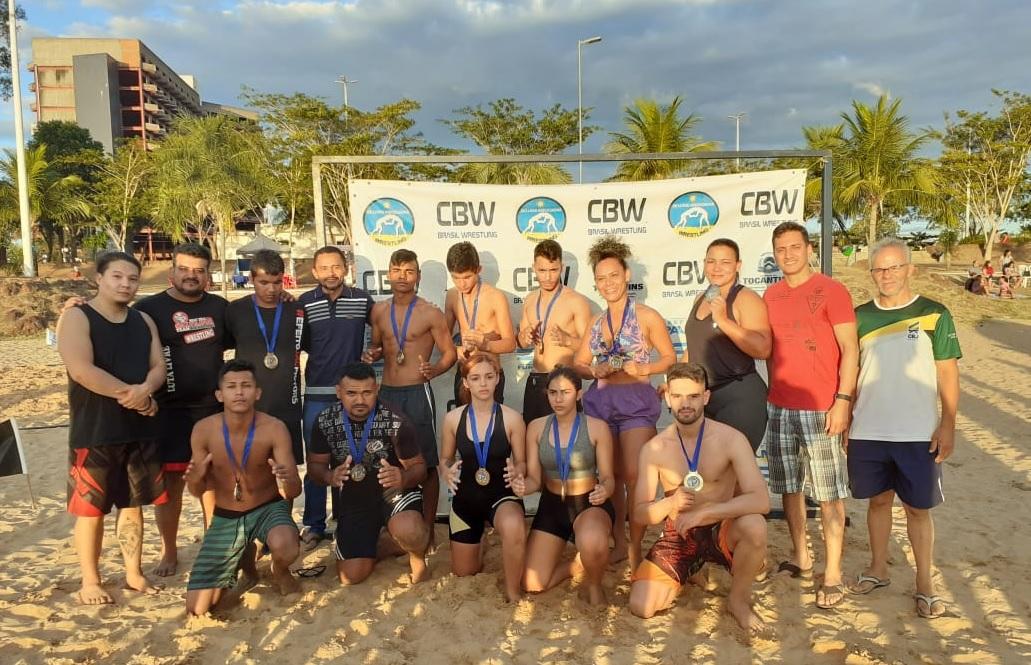 Equipe Impacto Jovem de Guaraí conquista 9 ouros e uma prata no estadual de luta de praia