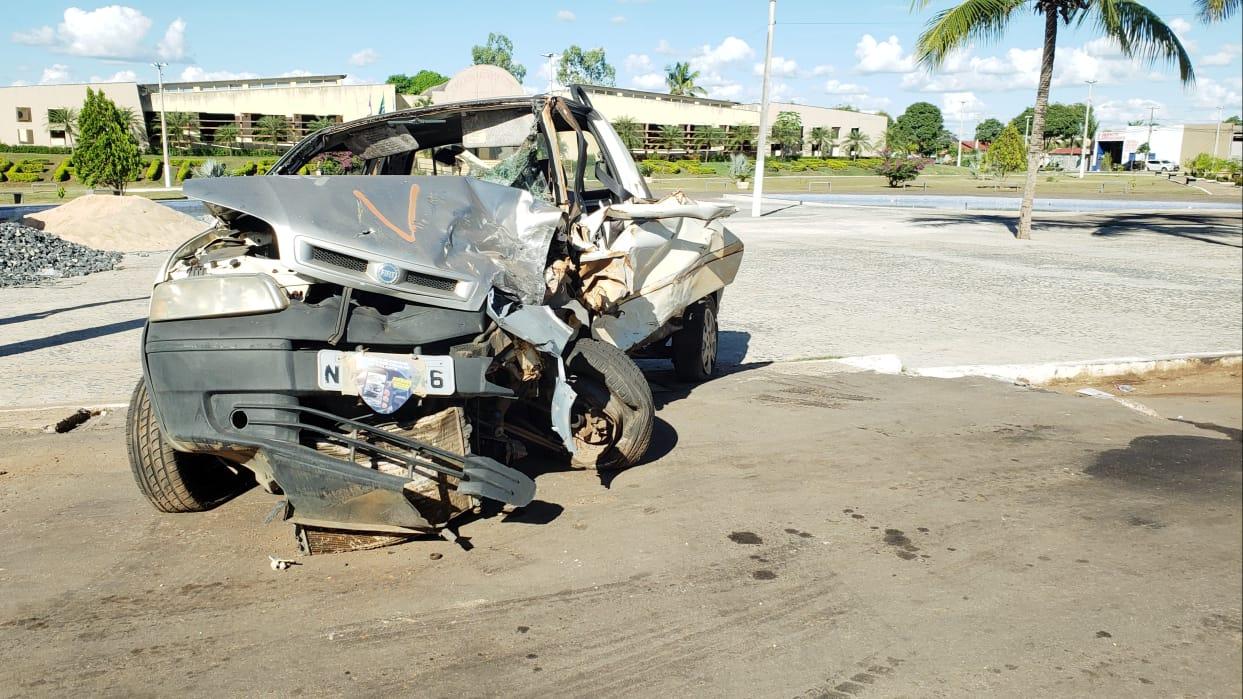 DETRAN usa carcaças de veículos acidentados para promover campanha educativa em Guaraí
