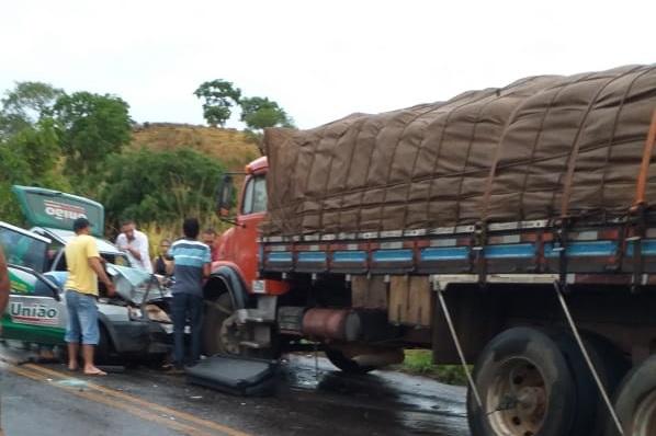 Duas pessoas ficam feridas após colisão na rodovia TO-336, próximo ao município de Guaraí