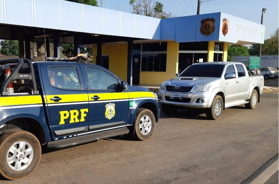Condutor embriagado é detido em Guaraí conduzindo Hilux com documentação adulterada