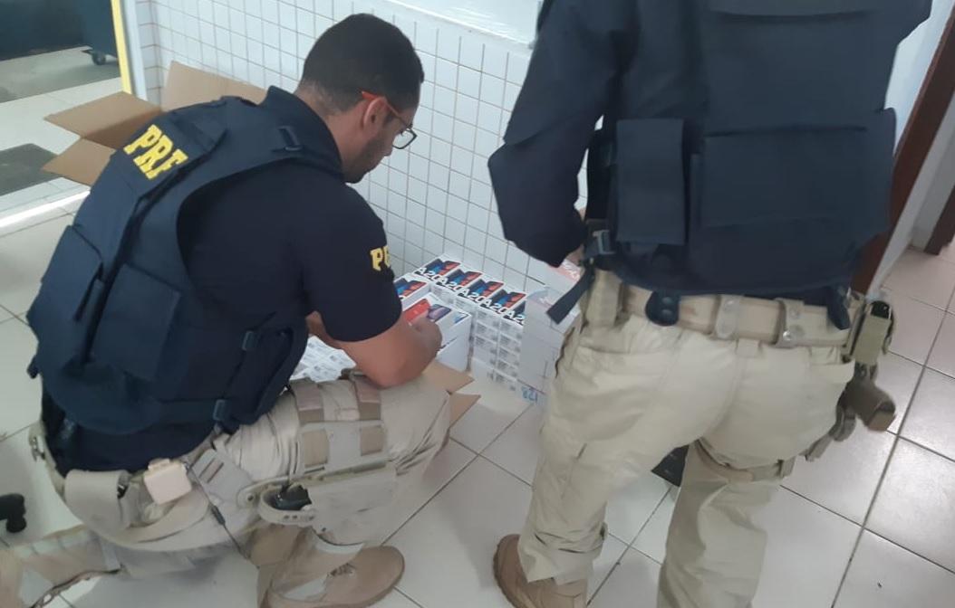 PRF apreende 125 smartphones sem nota no bagageiro de ônibus que passava por Guaraí
