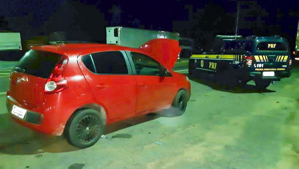 Pálio clone roubado na Bahia é recuperado pela PRF durante abordagem de rotina em Guaraí