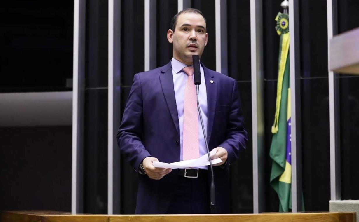 Vicentinho Júnior usa tribuna em Brasília para se solidarizar com caso de idosa guaraiense