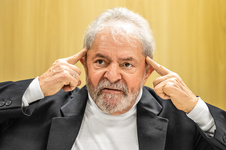 Após 580 dias, ex-presidente Lula é solto e poderá agora responder processo em liberdade