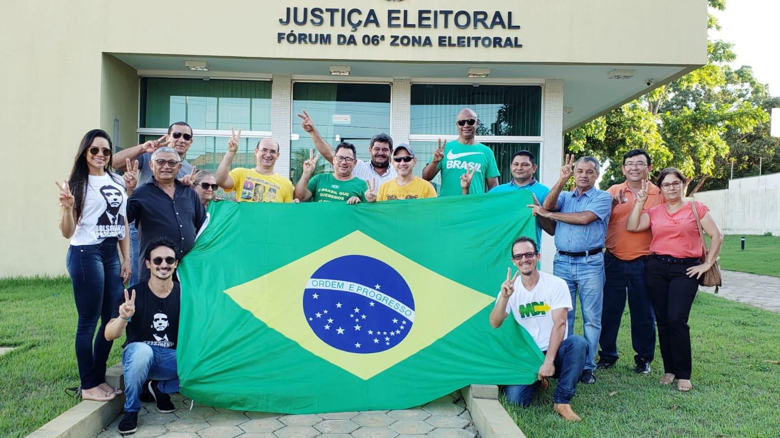 Bolsonaristas de Guaraí realizam ato de desfiliação coletiva em apoio ao Presidente da República