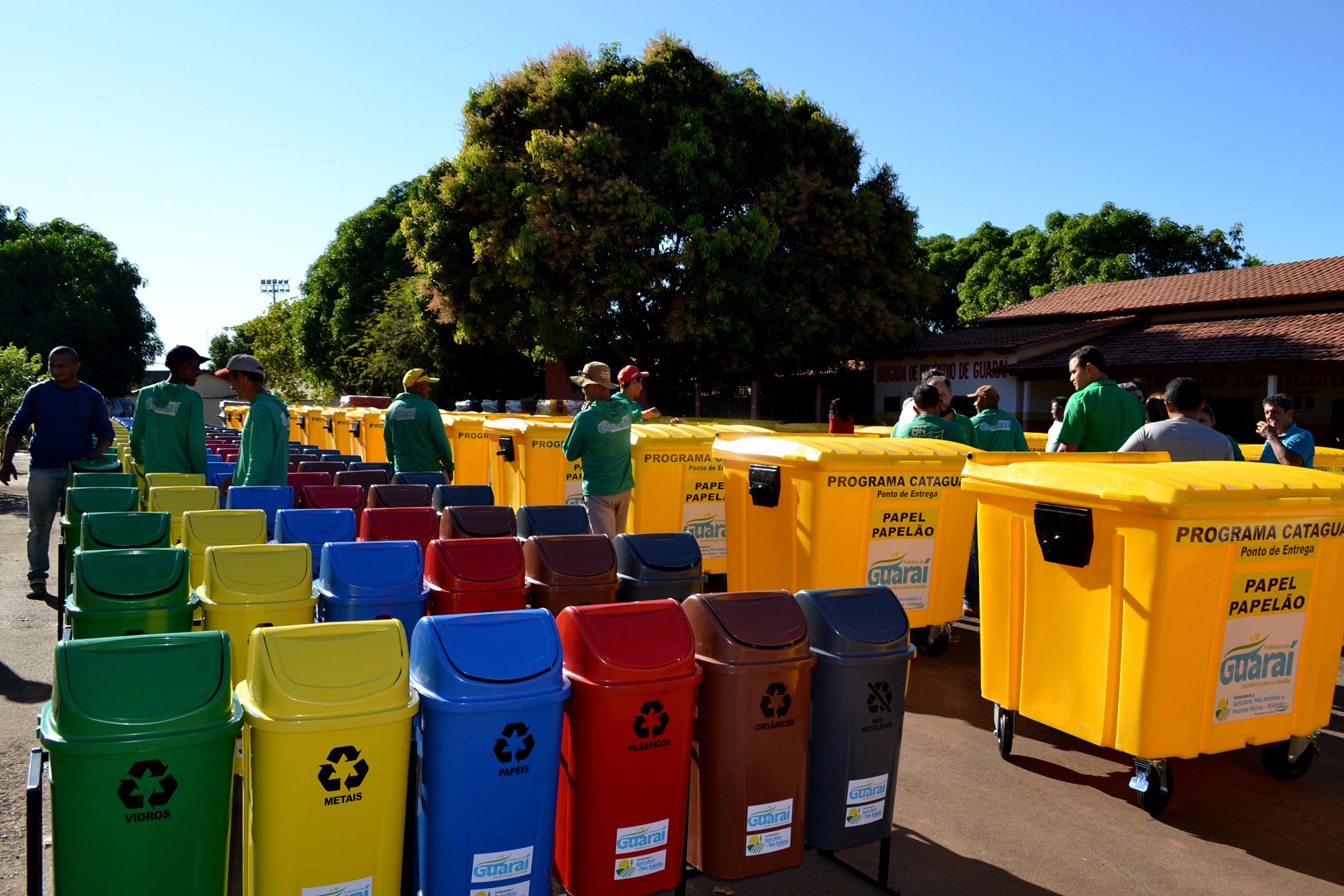 "Lixeiras e contêineres do programa ""Cataguará"" começam a ser instaladas na cidade de Guaraí"