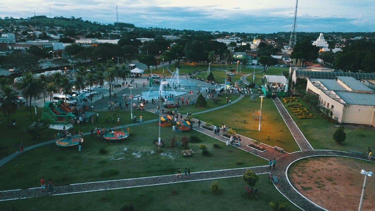 Bolo de 49 metros e inauguração de praça com fonte luminosa marcam aniversário de Guaraí