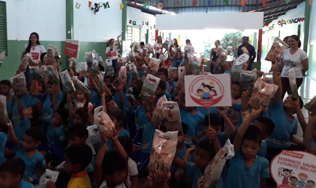 Colgate e Prefeitura de Guaraí vão distribuir 1.000 kits de higiene bucal para crianças nas escolas