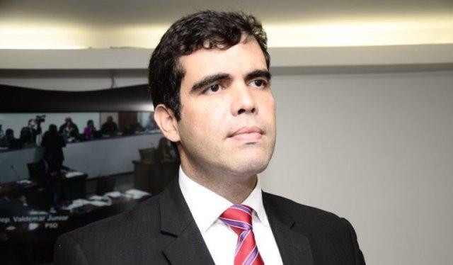 Ricardo Ayres solicita emenda de R$ 100 mil visando compra de ambulância para o HRG